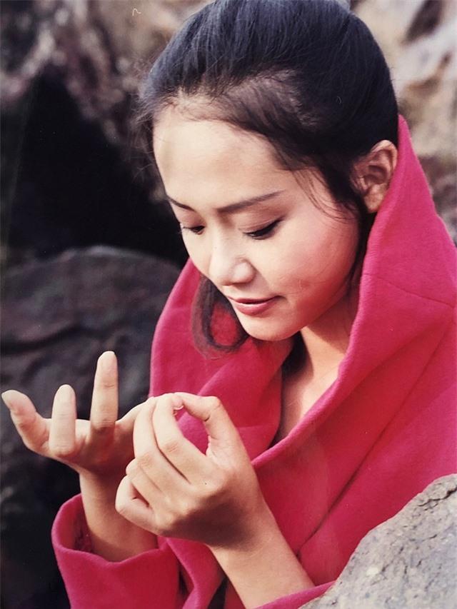 Loạt ảnh tuổi 20 chưa từng công bố của diễn viên Hồng Ánh - 2