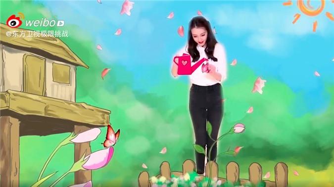 """""""Thử thách cực hạn"""" tung clip của Địch Lệ Nhiệt Ba, dáng đẹp mặt xinh giọng nói lại còn ngọt mê mẩn  - Ảnh 4."""