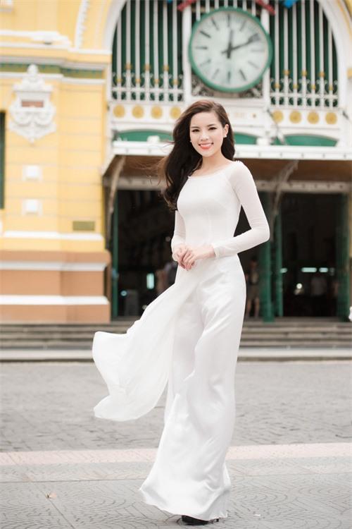 Vẻ đẹp tinh khôi gây thương nhớ của tà áo dài trắng  - Ảnh 5.