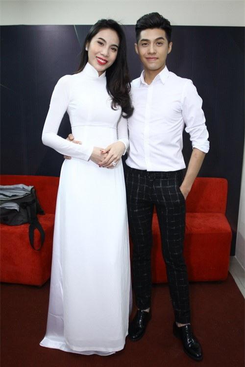 Vẻ đẹp tinh khôi gây thương nhớ của tà áo dài trắng  - Ảnh 7.