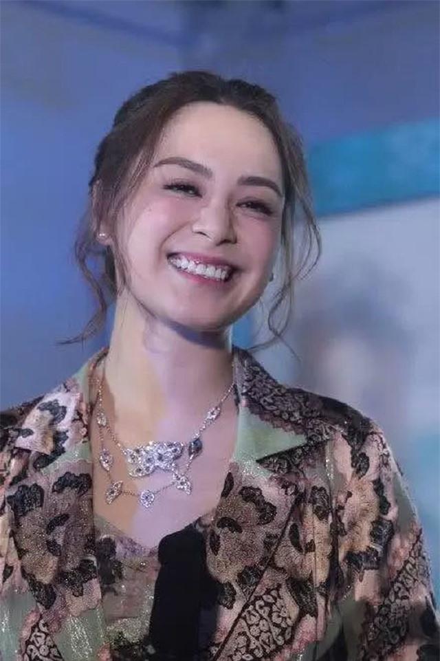 Chung Hân Đồng bất ngờ thông báo ly dị sau 14 tháng kết hôn - 3