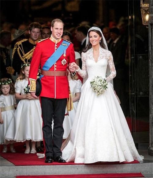 Được Nữ hoàng tặng quà đặc biệt nhưng lại bị Meghan 'cướp sóng' dịp kỷ niệm 9 năm ngày cưới, Kate có màn đáp trả khôn ngoan 0