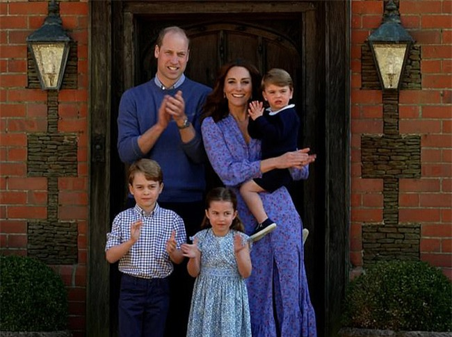 Được Nữ hoàng tặng quà đặc biệt nhưng lại bị Meghan 'cướp sóng' dịp kỷ niệm 9 năm ngày cưới, Kate có màn đáp trả khôn ngoan 4