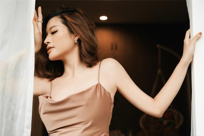 Hoa hậu Phan Hoàng Thu khoe loạt ảnh gợi cảm - Ảnh 4.