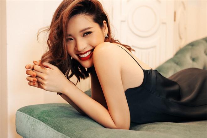 Hoa hậu Phan Hoàng Thu khoe loạt ảnh gợi cảm - Ảnh 9.