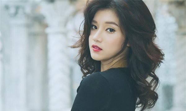 Top mỹ nhân showbiz Việt đã xinh đẹp, đa tài lại còn là game thủ thứ thiệt - Ảnh 6.