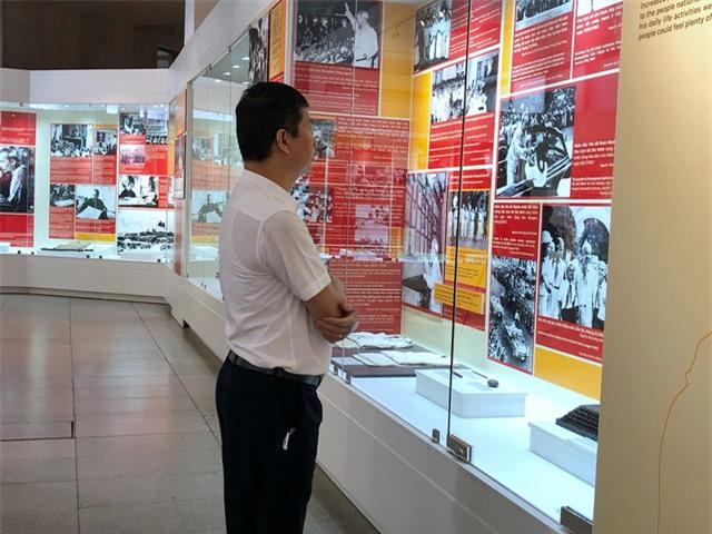 Triển lãm đặc biệt về Hồ Chủ tịch, một số hiện vật quý lần đầu xuất hiện - Ảnh 9.