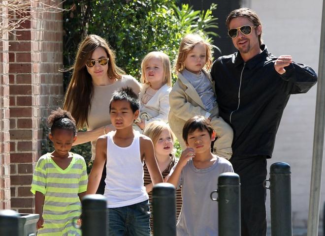 Gia đình của Brad Pitt và Angelina Jolie khi còn hạnh phúc.