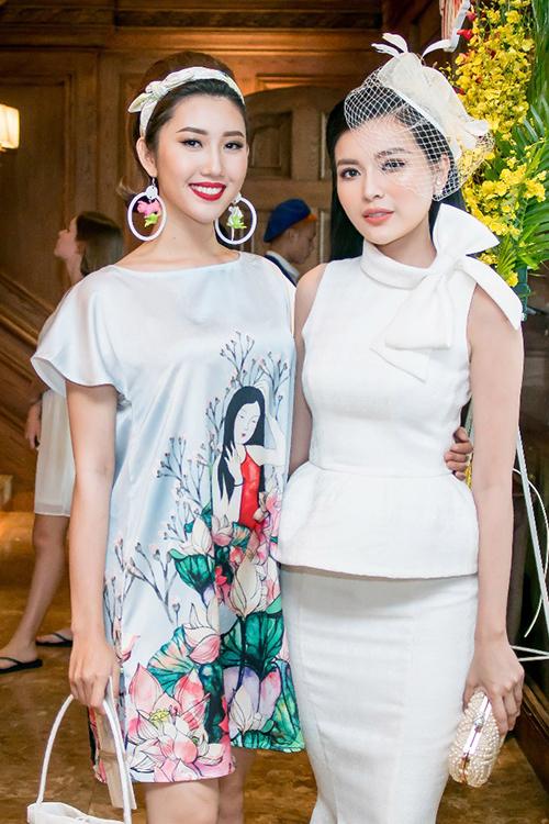 Thúy Ngân (trái) và Cao Thái Hà trong một lần dự sự kiện chung.