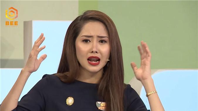 Diễn viên Vân Trang bật dậy khỏi bàn, tranh cãi kịch liệt với Tường Vi vì bất đồng quan điểm - Ảnh 4.