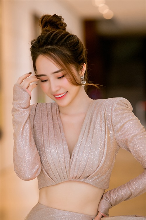 Không chỉ vóc dáng, làn da của Quỳnh Nga cũng được cải thiện rõ rệt, trở nên trắng hồng và mịn màng hơn.