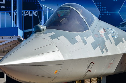 Chưa biết đến khi nào Không quân Nga mới nhận được chiếc Su-57 sản xuất hàng loạt đầu tiên. Ảnh: TASS.