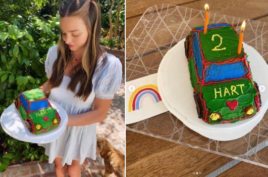 Cựu thiên thần nội y làm bánh kem chúc mừng sinh nhật con trai.