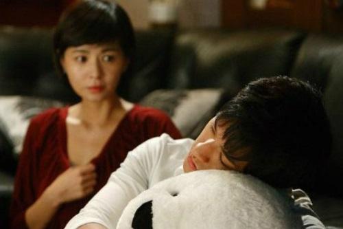Ép vợ kí đơn ly hôn, 3 năm sau chồng tỉnh ngộ từ một câu nói của người tình