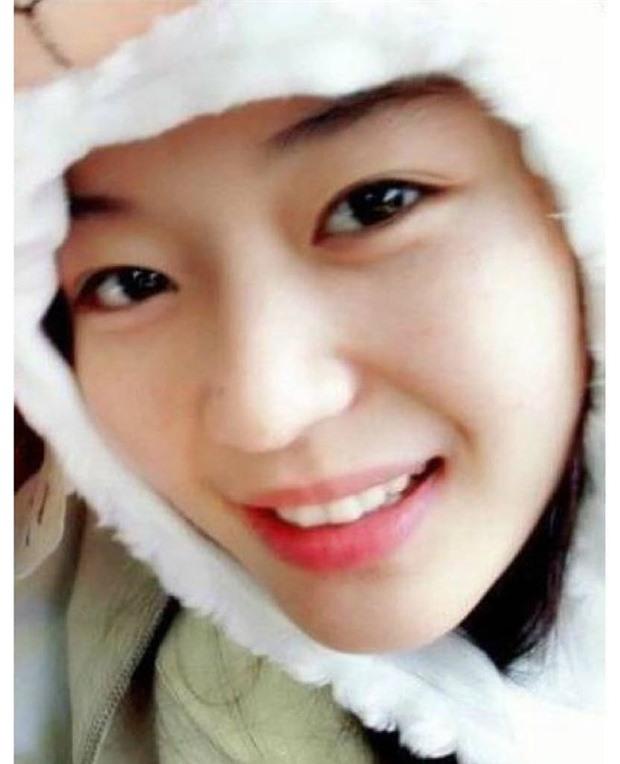 Không thể tin nổi đây là ảnh mặt mộc 100% của 'mợ chảnh' Jeon Ji Hyun thời trẻ: Da lấm tấm tàn nhang vẫn đẹp không thốt nên lời 1