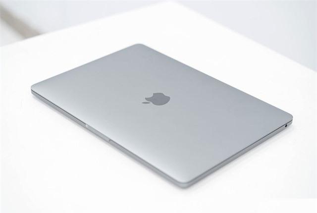 Macbook Pro 13 inch 2020 đầu tiên về Việt Nam giá 41,8 triệu - Ảnh 1.