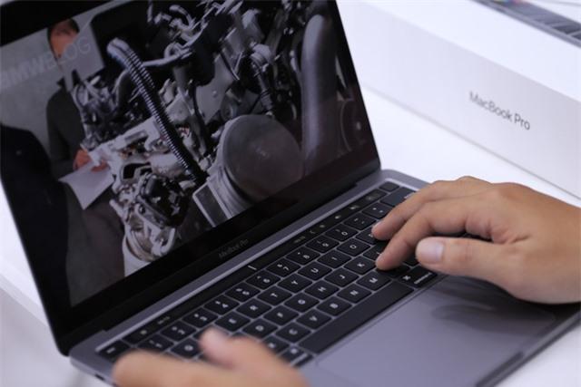 Macbook Pro 13 inch 2020 đầu tiên về Việt Nam giá 41,8 triệu - Ảnh 3.