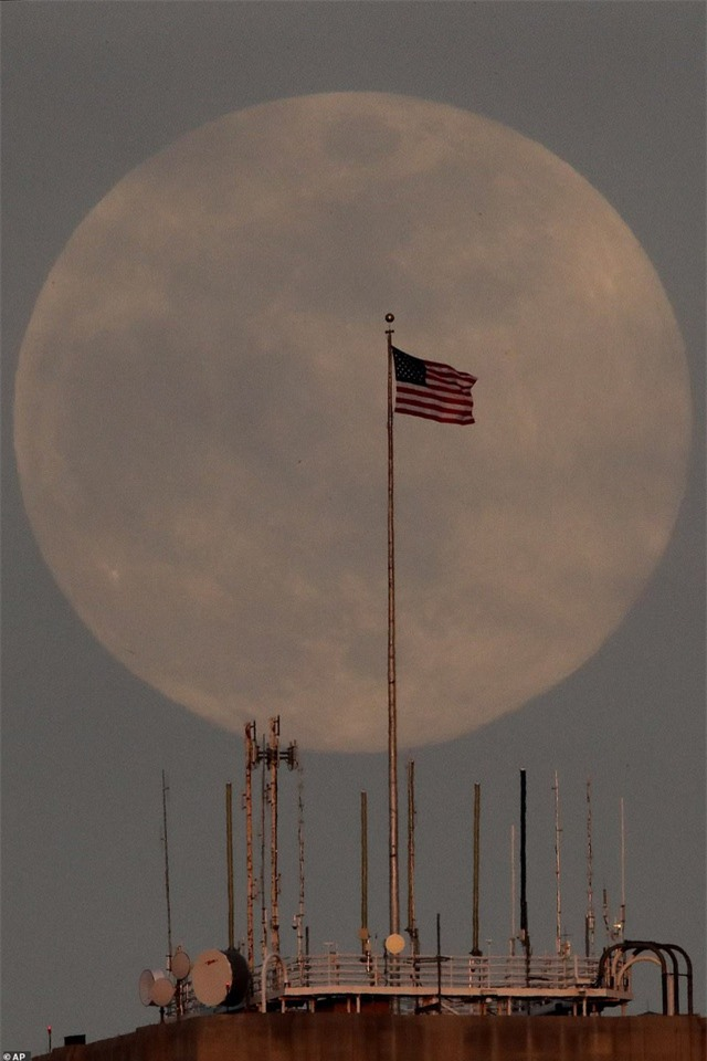 Ngất ngây trước vẻ đẹp của siêu trăng trên khắp thế giới - 11