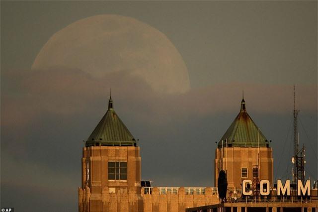 Ngất ngây trước vẻ đẹp của siêu trăng trên khắp thế giới - 4