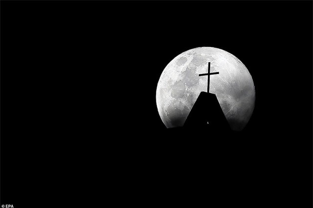 Ngất ngây trước vẻ đẹp của siêu trăng trên khắp thế giới - 9