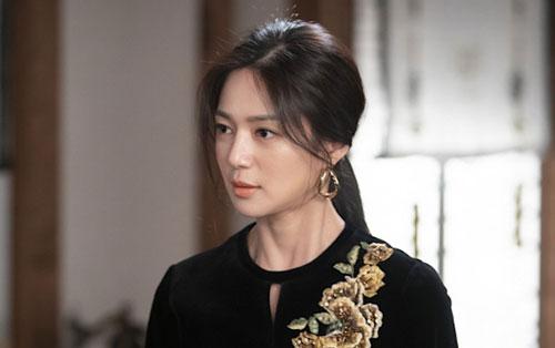 Lee Elijiah: The Last Empress (Hoàng hậu cuối cùng) là một trong những bộ phim nổi bật nhất đầu năm 2019 với mốc rating trung bình khoảng 11%. Dù còn nhiều thiếu sót ở đoạn kết, nhưng tác phẩm vẫn được đánh giá cao ở khoản diễn xuất. Nữ diễn viên Lee Elijiah đã ám ảnh người xem thông qua vai thư kí Min Yoo Ra độc ác, xảo trá và bất hiếu. Vì vai phản diện nói trên, Lee Elijiah phải chịu không ít lời công kích từ phía cư dân mạng.