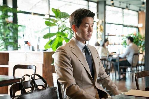 """Lee Sang Yoon chấp nhận bị khán giả chửi bới. Trong một buổi trò chuyện trực tuyến, nam diễn viên bộc bạch: """"Lần đầu tiên trong đời tôi bị chửi rủa nhiều như vậy. Tôi từng mong đợi khán giả sẽ có phản ứng với vai diễn của mình, nhưng trên thực tế, mọi chuyện vượt quá kỳ vọng của tôi. Hơn 10.000 người đã 'nhảy' vào chương trình trò chuyện này chỉ để mắng mỏ tôi. Tôi biết ơn bởi họ phải thực sự chìm đắm vào bộ phim thì mới có thể ghét bỏ nhân vật của tôi đến thế""""."""