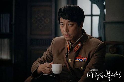 """Trong thời gian phim phát sóng, trên fanpage của đài tvN và các diễn đàn tại Hàn Quốc, người xem liên tục để lại bình luận mắng nhiếc Oh Man Seok. Dù biết rõ nam diễn viên chỉ đang đóng phim, tính cách ngoài đời không hề tàn nhẫn nhưng họ vẫn không thể ngừng chỉ trích. """"Nếu gặp ngoài đời, tôi sẽ đánh anh ta"""", """"Nhìn mặt không thể ưa nổi"""", """"Nghe vô lý đấy nhưng tôi thực sự dị ứng với Oh Man Seok sau khi xem phim""""… là những ý kiến tiêu cực mà khán giả dành cho tài tử họ Oh."""