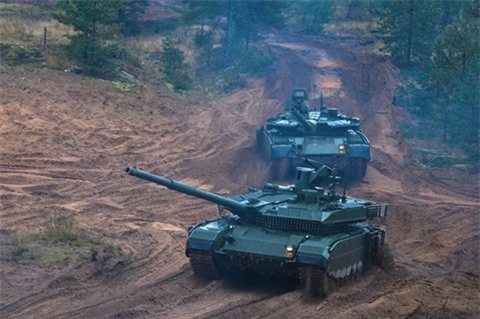 Ukraine lai co dim hang T-90M cua Nga