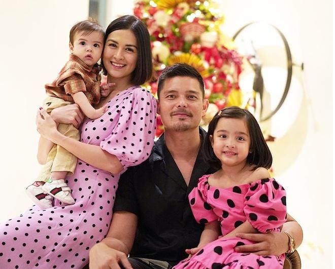 Gia đình hạnh phúc viên mãn của cặp sao nổi tiếng Philippines.