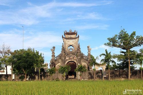 https://media.doanhnghiepvn.vn/Images/Uploaded/Share/2020/05/10/chuyen-chua-ke-ve-lau-nghi-mon-dep-bac-nhat-xu-nghe.jpg