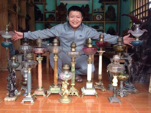 Nhìn vào bộ sưu tập đèn cổ của anh Nguyễn Quang Trung mọi người đều cảm nhận nỗ lực của anh Trung trong hành trình tìm lại những công cụ, vật dụng thắp sáng của người xưa còn tồn tại cho đến hôm nay. Ảnh: Minh Thái