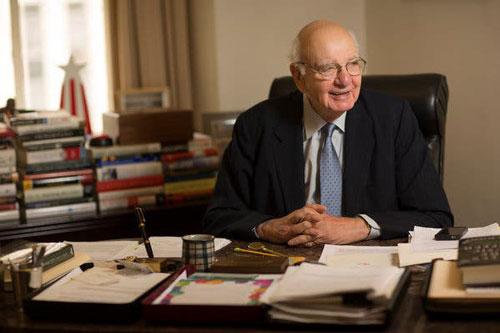 Tỷ phú Buffett nhận định, Paul Volcker là chủ tịch FED giỏi nhất mọi thời đại. Ảnh: Reuters.