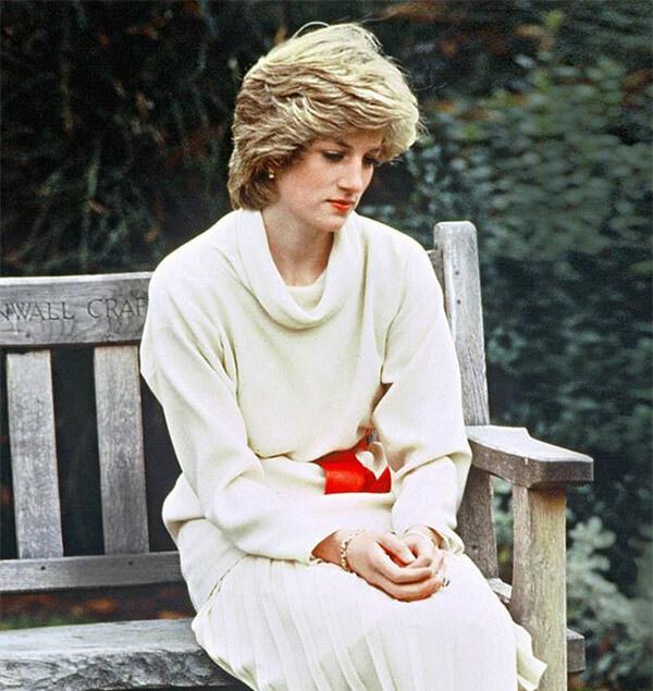 Công nương Diana từng cố tự tử bốn lần, góc khuất cuộc đời sẽ chính thức được lên phim 0