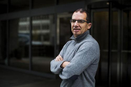 Stephane Bancel (Tài sản: 1,5 tỷ USD - tăng 109% từ 11/3): Bancel là CEO của Công ty công nghệ sinh học Moderna Therapeutics, có trụ sở tại bang Massachusetts, Mỹ từ năm 2011. Ông nắm giữ 9% cổ phần tại công ty này. Moderna mới đây nhận được khoản tài trợ lên tới 483 triệu USD từ Bộ Y tế và Dịch vụ Nhân sinh Mỹ để thúc đẩy phát triển vaccine chống Covid-19. Theo Moderna, vaccine này có thể được sử dụng cho nhân viên y tế trong trường hợp khẩn cấp vào mùa thu năm 2020.