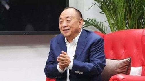 Li Xiting (Tài sản: 12,6 tỷ USD - tăng 1%): Xiting là người sáng lập hãng thiết bị y tế Mindray, có trụ sở tại Thâm Quyến, Trung Quốc vào năm 1991. Mindray hiện trở thành nhà sản xuất thiết bị y tế lớn nhất Quốc. Công ty này đã tăng gấp 3 sản lượng máy thở tại nhà máy ở Thâm Quyến lên 3.000 chiếc/tháng.