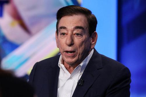 Leonard Schleifer (Tài sản: 2,2 tỷ USD - tăng 11%): Leonard Schleifer đồng sáng lập hãng dược phẩm sinh học Regeneron tại New York, Mỹ vào năm 1998. Ngày 16/3, công ty này bắt đầu thử nghiệm lâm sàng với thuốc trị viêm khớp sarilumab trên bệnh nhân Covid-19 tại New York.
