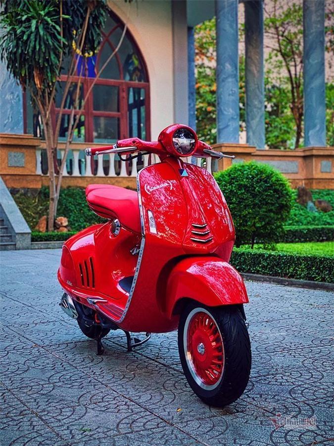 Vespa 946 Red cũ biển đẹp giá hơn 600 triệu gây choáng