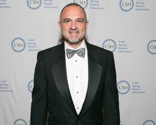 George Yancopoulos (Tài sản: 2,2 tỷ USD - tăng 11%): Yancopoulos là giám đốc khoa học của hãng dược phẩm sinh học Regeneron. Ông đồng sáng lập Regeneron cùng với tỷ phú Leonard Schleifer và hiện nắm giữ khoảng 2% cổ phần.