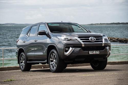 8. Toyota Fortuner (doanh số: 392 chiếc).