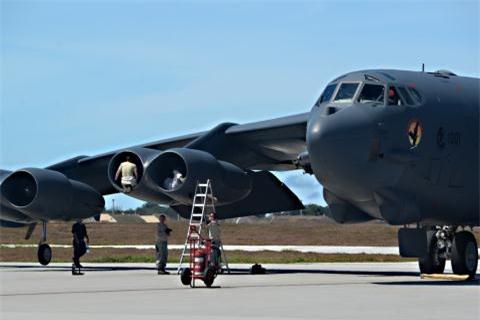 My co phi tien nang cap B-52H?