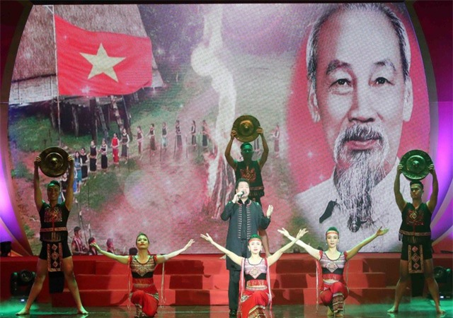 Nhiều hoạt động kỷ niệm 130 năm Ngày sinh Chủ tịch Hồ Chí Minh - 1