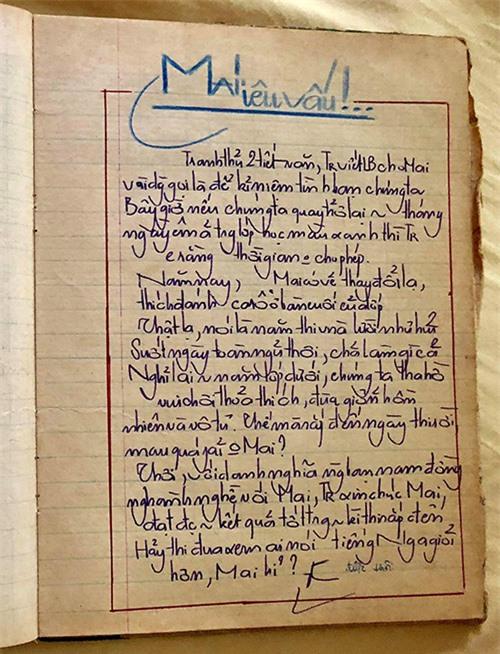 [Caption]Hình 5.2: Hiền Mai vẫn còn lưu lại cuốn lưu bút cuối lớp 12 năm 1987 với những dòng chữ anh bạn thân viết tặng và cô hạ bút phê 2 từ được thôi vào cuối trang giấy.