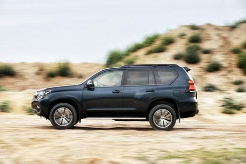 9. Toyota Land Cruiser (doanh số: 14 chiếc).