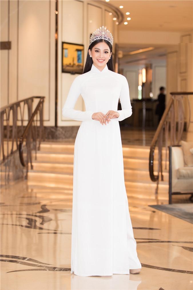 Mỹ Linh - Tiểu Vy cũng dàn Hậu 10x Vbiz đồng loạt diện áo dài trắng nền nã, tái xuất sau chuỗi ngày dài nghỉ dịch - Ảnh 2.