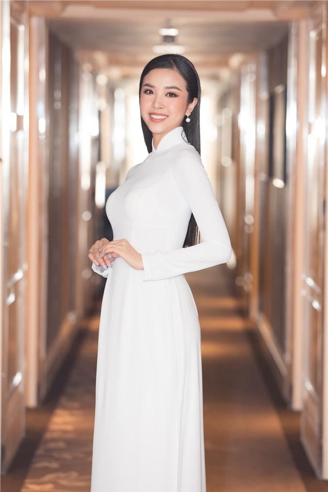 Mỹ Linh - Tiểu Vy cũng dàn Hậu 10x Vbiz đồng loạt diện áo dài trắng nền nã, tái xuất sau chuỗi ngày dài nghỉ dịch - Ảnh 11.