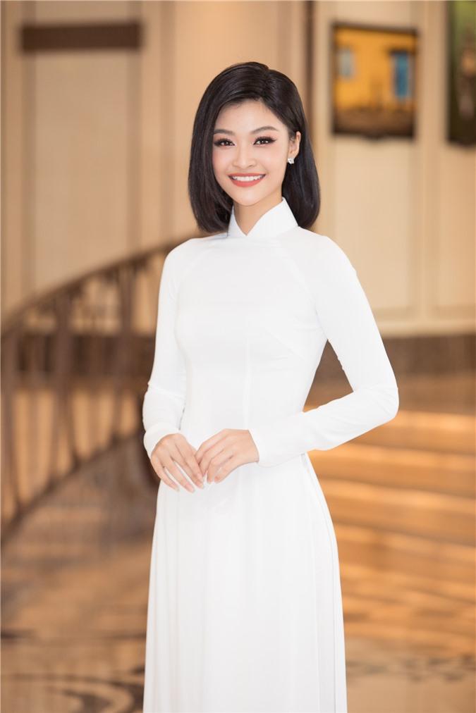 Mỹ Linh - Tiểu Vy cũng dàn Hậu 10x Vbiz đồng loạt diện áo dài trắng nền nã, tái xuất sau chuỗi ngày dài nghỉ dịch - Ảnh 12.