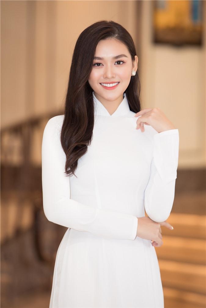 Mỹ Linh - Tiểu Vy cũng dàn Hậu 10x Vbiz đồng loạt diện áo dài trắng nền nã, tái xuất sau chuỗi ngày dài nghỉ dịch - Ảnh 13.