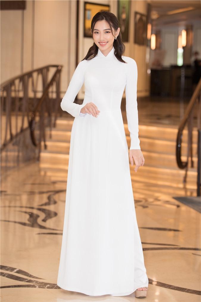 Mỹ Linh - Tiểu Vy cũng dàn Hậu 10x Vbiz đồng loạt diện áo dài trắng nền nã, tái xuất sau chuỗi ngày dài nghỉ dịch - Ảnh 14.