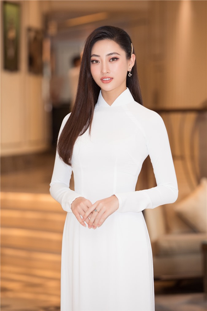 Mỹ Linh - Tiểu Vy cũng dàn Hậu 10x Vbiz đồng loạt diện áo dài trắng nền nã, tái xuất sau chuỗi ngày dài nghỉ dịch - Ảnh 7.