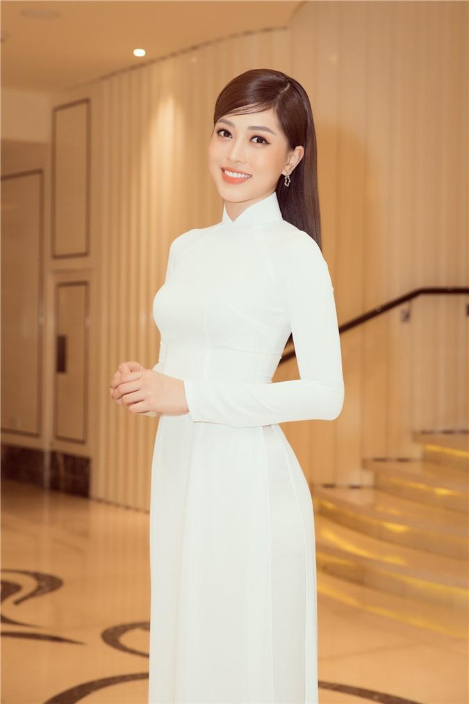 Mỹ Linh - Tiểu Vy cũng dàn Hậu 10x Vbiz đồng loạt diện áo dài trắng nền nã, tái xuất sau chuỗi ngày dài nghỉ dịch - Ảnh 10.